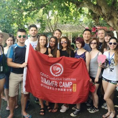 Študenti pri návšteve mestečka Ču-ťia-ťiao